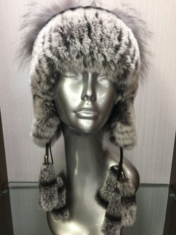 mannequin wearing knit gray double pom hat